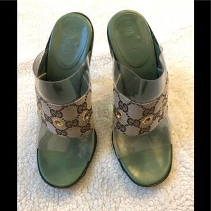 Gucci 💯 % authentic open toes heels. Size : 6